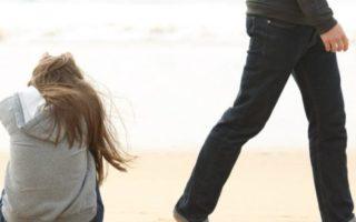 Τι είναι ο φόβος της δέσμευσης και γιατί οι άνδρες προτιμούν την «ελεύθερη σχέση»;