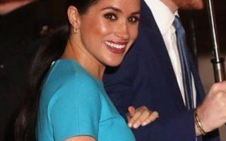 Η πρώτη δημόσια εμφάνιση της Μέγκαν Μαρκλ στο Λονδίνο μετά το Megxit. Πόσο κοστίζει το στενό, γαλάζιο φόρεμα που επέλεξε;