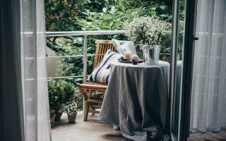 Πώς να κάνετε το μικρό μπαλκόνι σας να μοιάζει μεγαλύτερο – Newsbeast
