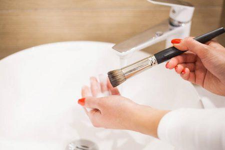 Πώς να καθαρίσετε σωστά τα πινέλα του μακιγιάζ – Newsbeast