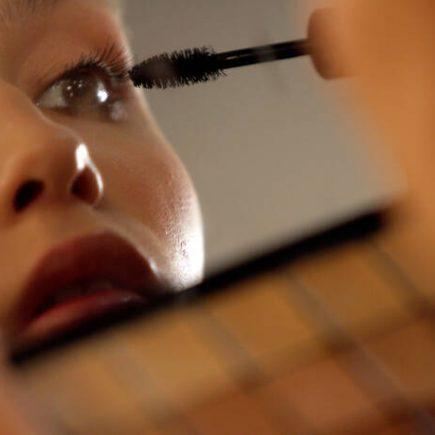 Οι τρόποι για να επιλέξετε τη σωστή μάσκαρα ανάλογα τον τύπο των βλεφαρίδων σας